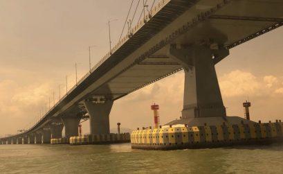 chinese bridge boats